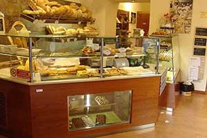 Arredi per negozi su misura omif siena for Castagna arredamenti