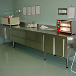 STAINLESS STEEL TABLE WITH LEGS Stainless Pharmaceutical Furniture