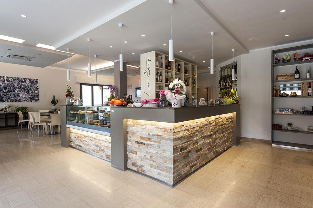 Arredamento bar moderno banconi bar omif siena for Immagini arredamento