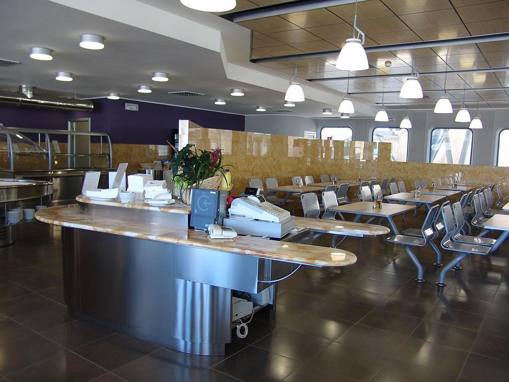 Arredamenti bar pasticcerie ristoranti alberghi omif siena for Arredi per alberghi e hotel