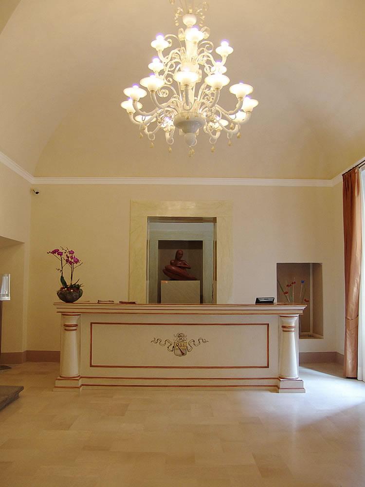 Arredamento alberghi hotel reception omif siena for Arredo reception