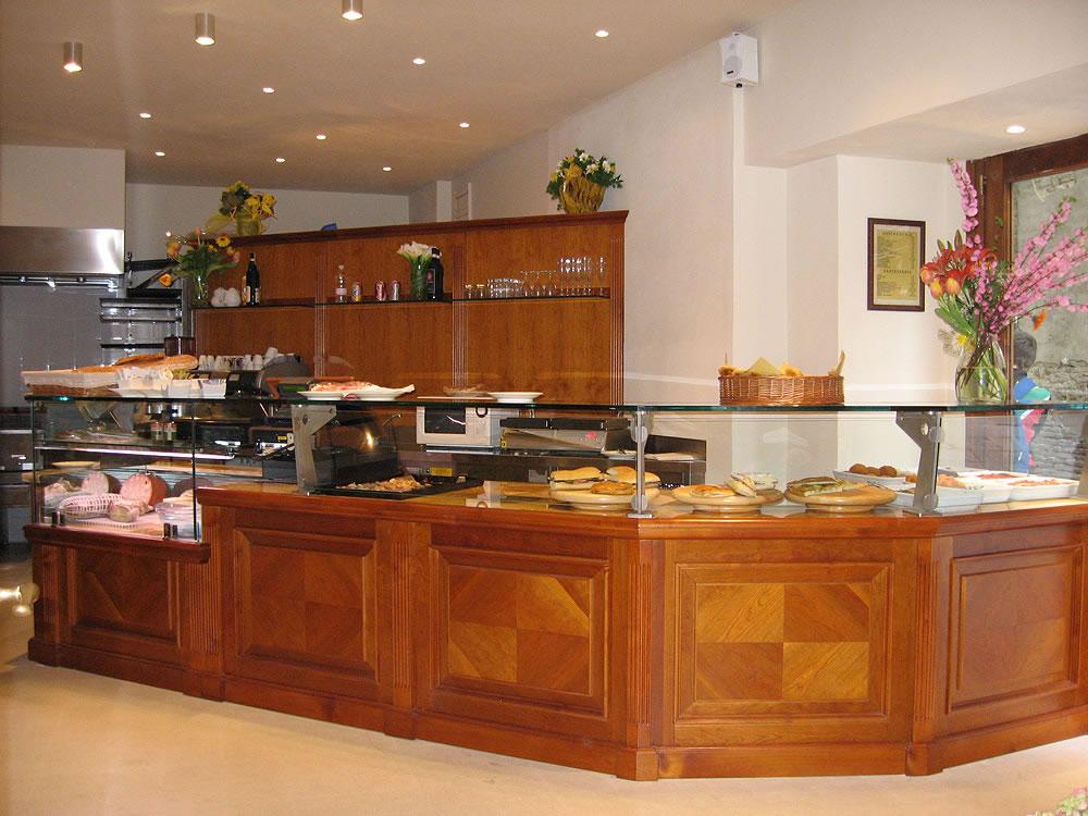 Arredamento bar classico banconi bar omif siena - Mobili bar per casa ...