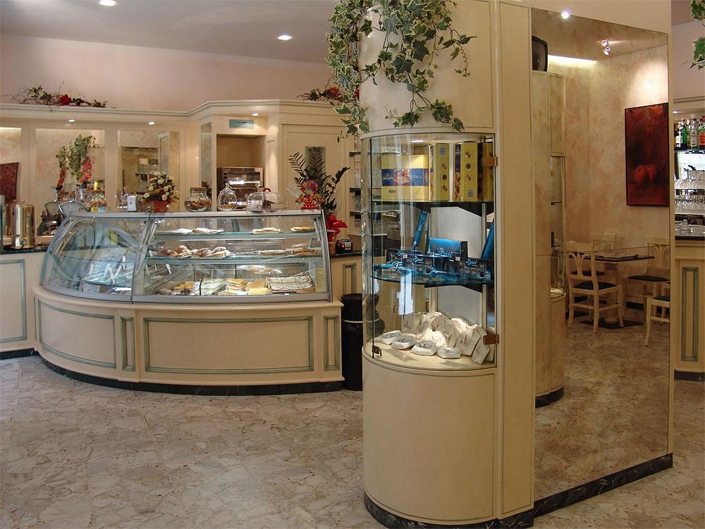 Arredamento bar classico banconi bar omif siena for Arredamento moderno bar
