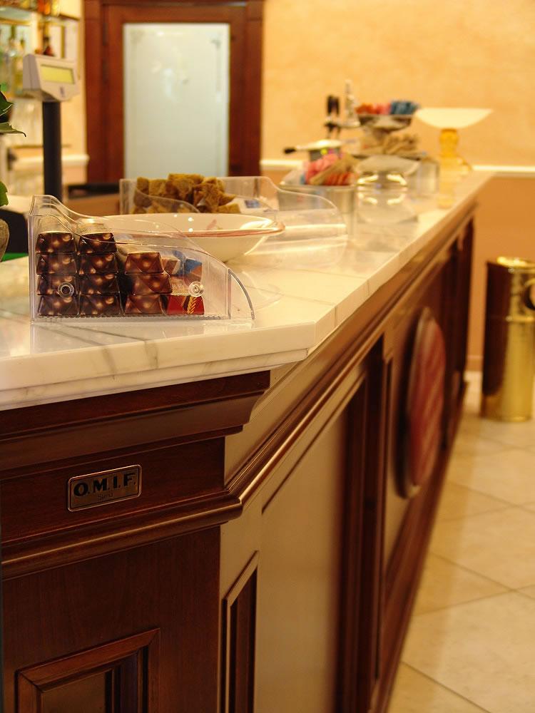 Arredamenti bar pasticcerie ristoranti alberghi omif siena for Arredamento per pub