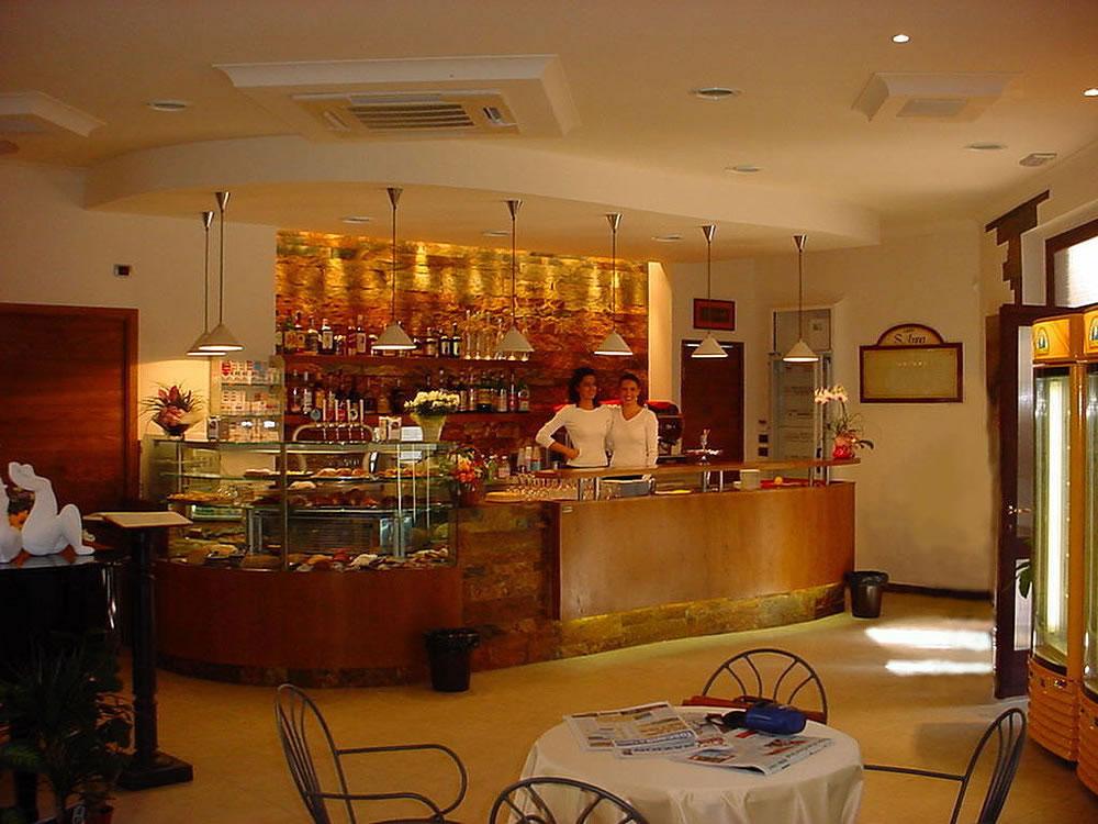 Arredamento bar moderno banconi bar omif siena for Galli arredamenti