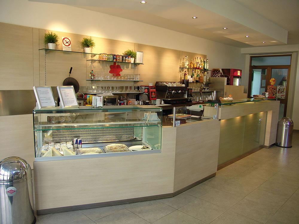 arredamento bar moderno arredo mobili arredamenti banconi bar su ... - Arredamento Moderno Per Pizzerie