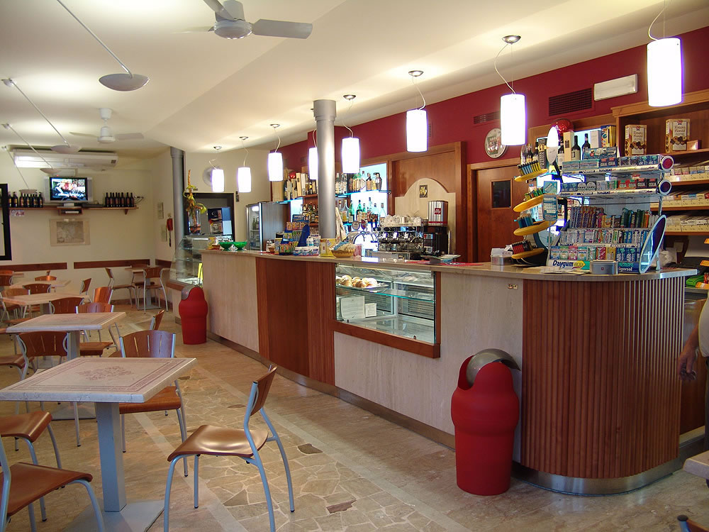 Arredamento bar moderno banconi bar omif siena for Arredamenti per bar moderni