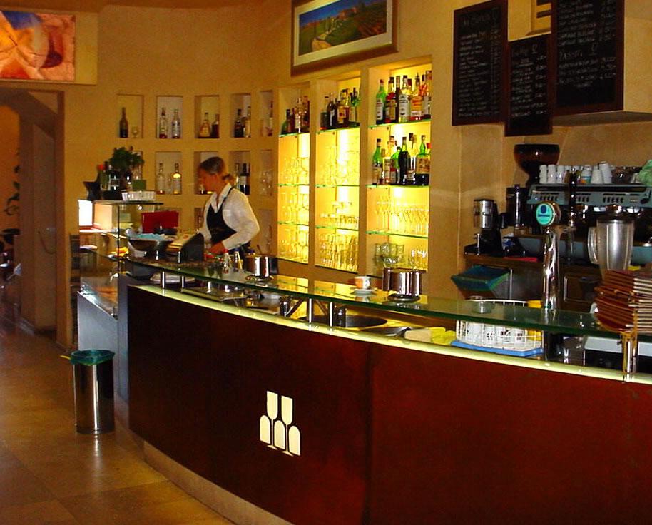Arredamento bar moderno banconi bar omif siena for Arredo bar usato