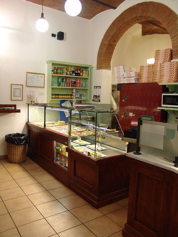 Arredi per negozi su misura omif siena for Pizzeria arredamento