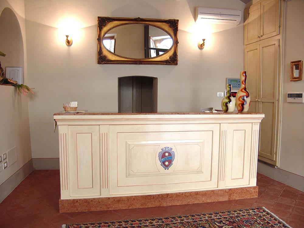 Arredamento alberghi hotel reception omif siena for Reception mobile