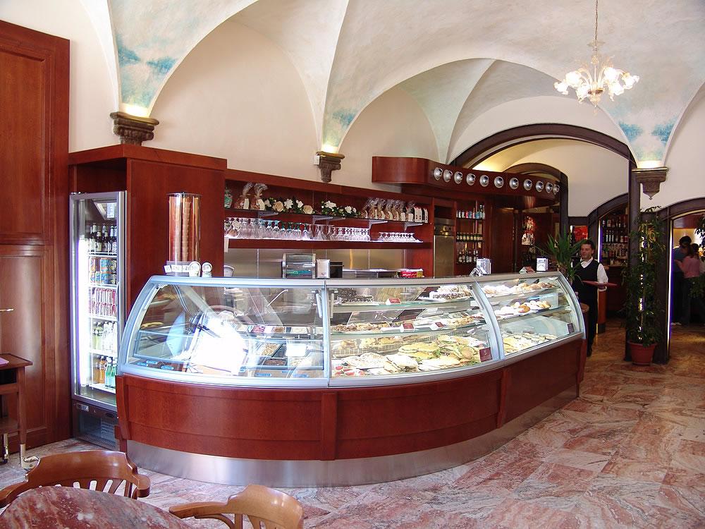 Omif arredamenti bar classici galleria fotografica for Arredamento classico roma