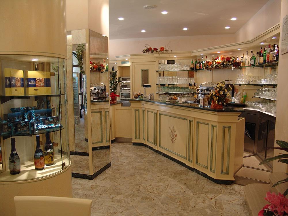 Omif arredamenti bar classici galleria fotografica for Arredamenti particolari per casa