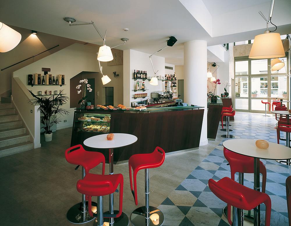 Omif arredamenti bar modermi galleria fotografica for Arredamento moderno bar